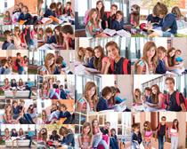 开心的国外学生摄影高清图片