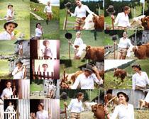 放牛的女孩摄影高清图片