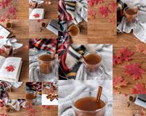 红糖水与枫叶书本摄影高清图片