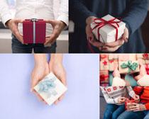 人物手中的礼物摄影高清图片