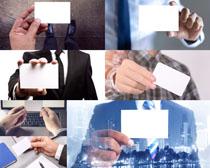 商务男人手中的名片摄影高清图片