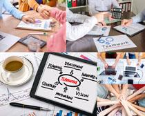 分析图表与商务团队摄影高清图片
