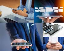 商务人士与手机摄影高清图片