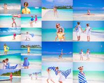 沙滩上的姐妹小姑娘摄影高清图片