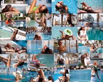 游泳池比基尼女子摄影高清图片