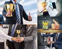 奖杯与商务人士摄影高清图片
