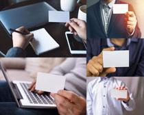 职场商务男士与卡片摄影高清图片
