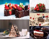 草莓巧克力蛋糕摄影高清图片