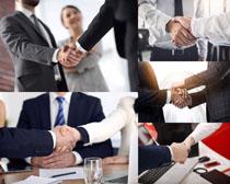 商务合作握手人士摄影高清图片