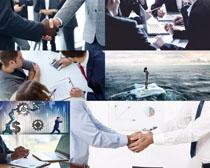 商务握手合作人士摄影高清图片