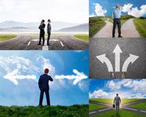 道路方向商務男士攝影高清圖片