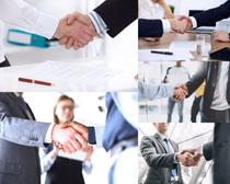 握手的职场人物摄影时时彩娱乐网站