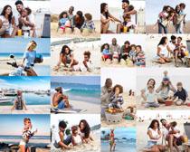 沙滩快乐一家人摄影高清图片
