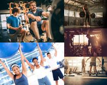 健身房一起运动人们摄影高清图片