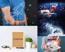 创意火箭与商务人士摄影高清图片