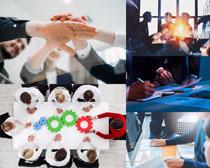 团队合作的商务人士摄影高清图片
