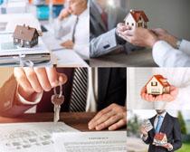 商务人士房屋模型摄影高清图片