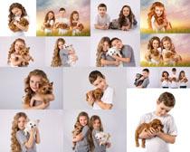 儿童抱的小狗摄影高清图片