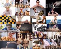 下棋的国外人物摄影高清图片