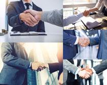 商務握手的男人攝影高清圖片