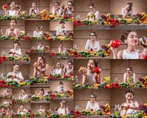 蔬菜与开心美女拍摄高清图片