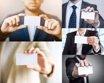 商务男人与名片摄影高清图片