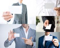 展示名片的商务人士摄影时时彩娱乐网站
