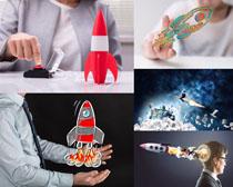创想火箭与职业人士摄影图片