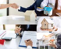 交房合同握手人物摄影高清图片