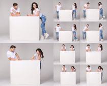 开心男女与白色板摄影时时彩娱乐网站