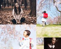 樱花女孩与女人拍摄高清图片