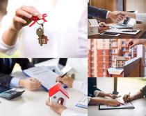 交房钥匙签合同人物摄影高清图片