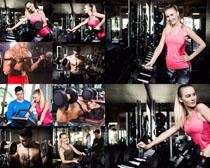 健身教練與美女拍攝高清圖片