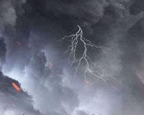 闪电雷雨天气背景PSD素材