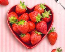 水果草莓展示广告PSD素材