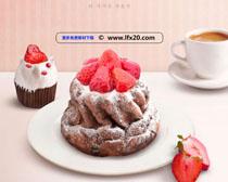 草莓蛋糕展示广告PSD素材