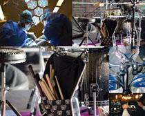 架子鼓與手術臺攝影高清圖片