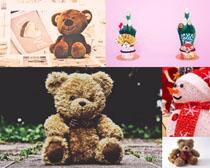 玩具熊雪人摄影高清图片