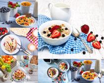 水果麦片面饼早餐摄影高清图片