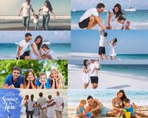 海滩快乐一家人写真拍摄高清图片