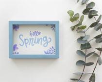 春花綠葉與相框展示PSD素材