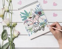 本子繪畫圖與花朵PSD素材