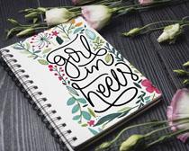 花卉與筆記上的繪畫PSD素材