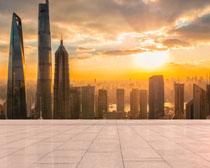 夕阳下的繁华都市建筑PSD素材
