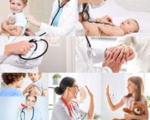 国外宝宝与医生摄影高清图片