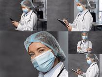 戴口罩医生写真拍摄高清图片