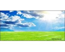 阳光普照的草原高清图片