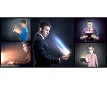 创意的平板电脑与人物高清图片