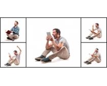 玩平板电脑的国外男人高清图片