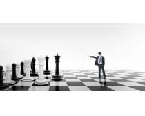 黑白棋子与职业男人PSD素材